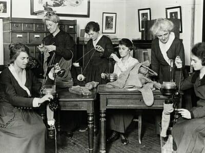 WWI knitting